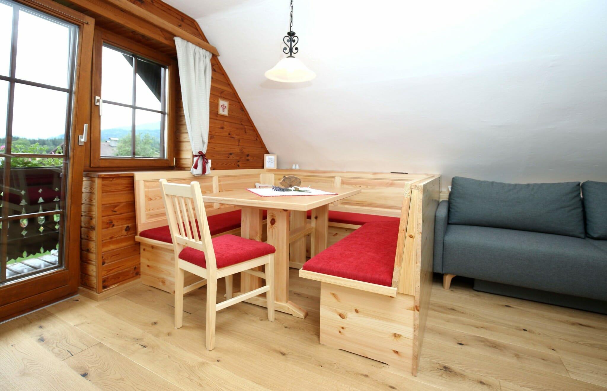 sitzecke mit balkon und couch – bauerborchardt.at